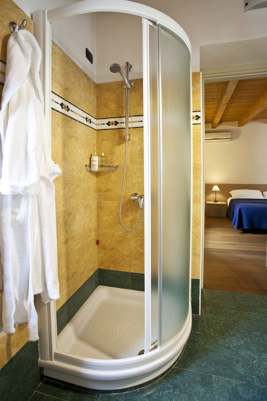 Example photo of the private bathroom, Arena Inn Bed & Breakfast